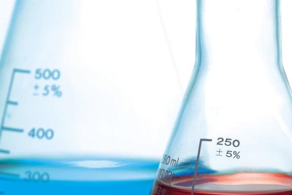 Cuando conoces la densidad y la cantidad de litros de una sustancia, puedes calcular su masa.