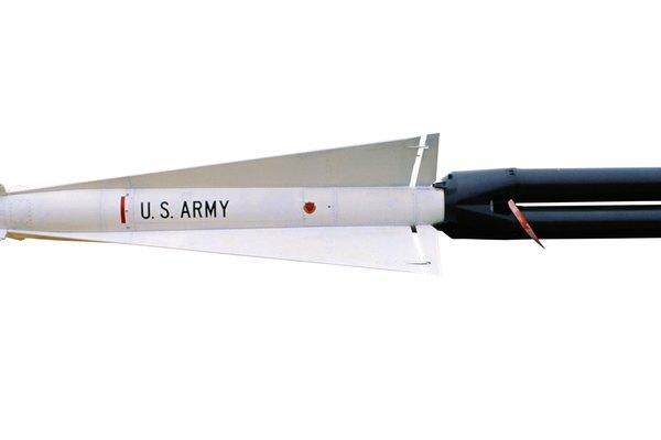 Las aletas estabilizan al cohete mientras se desplaza.