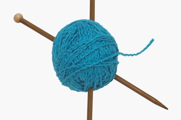 Evita que las bufandas tejidas se enrollen agregándoles un borde.