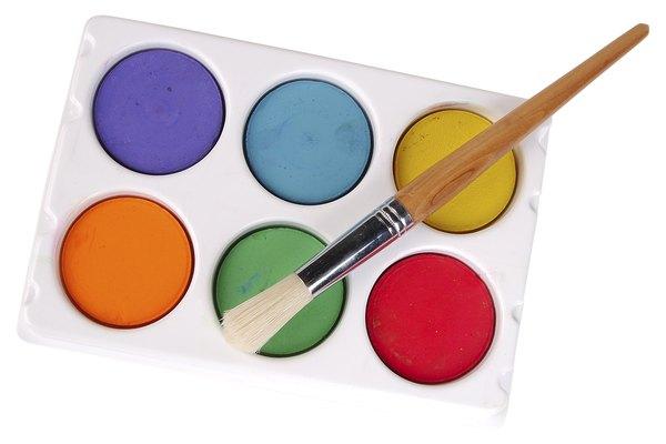La acuarela es lo suficientemente transparente para que puedas pintar sobre tinta y se vea a través.