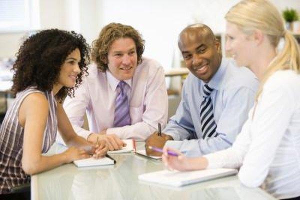 La toma de decisiones debe hacerse en grupo para que todos los involucrados puedan aportar ideas.