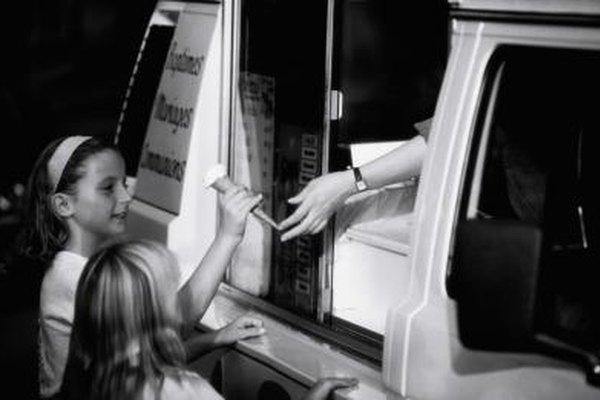 Solicita una licencia comercial para operar un camión de helados o un carrito de helados en tu área.
