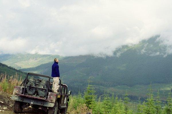Ejemplo con un jeep en una pendiente.