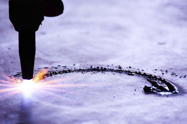 Para fundir oro necesitas un soplete que alcance la temperatura suficiente.