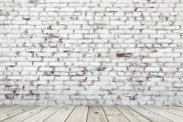 Escuchar a través de las paredes es un juego divertido para niños con hermanos con habitaciones separadas que comparten una pared.