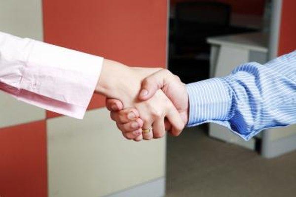 La resolución de conflictos ayuda a mejorar el ambiente laboral.