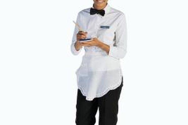 Un camarero es un profesional de servicio al cliente de primera línea en la industria de restaurantes.