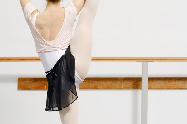 Practica tus ejercicios de ballet donde quiera que vayas con una barra portátil.