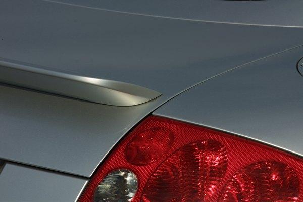 Existen productos que pueden ayudarte a remover la pintura de tu auto mucho más rápido.