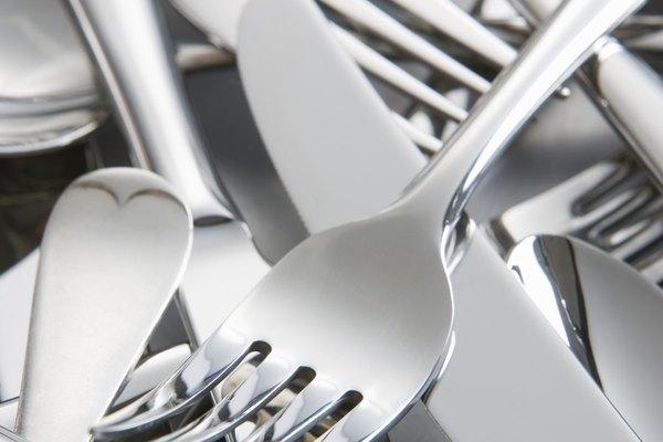 Antigüas cucharas de plata maciza como éstas pueden ser transformadas en encantadoras joyas.