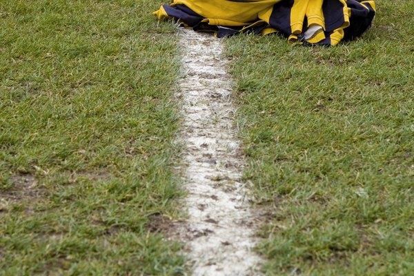 Para un campo de fútbol, las líneas deben ser de 10 centímetros de ancho.