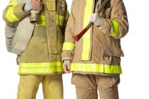 Los bomberos usan una amplia variedad de equipo de protección.