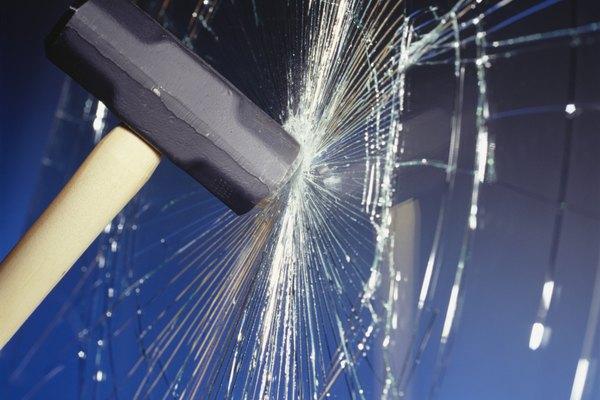 Sin la preparación adecuada, romper vidrios será un proceso ruidoso.