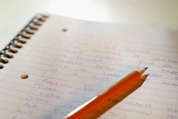 Por años Leonardo Da Vinci mantuvo sus libros de trabajo en un código moderadamente simple, escribiendo letras y números hacia atrás.
