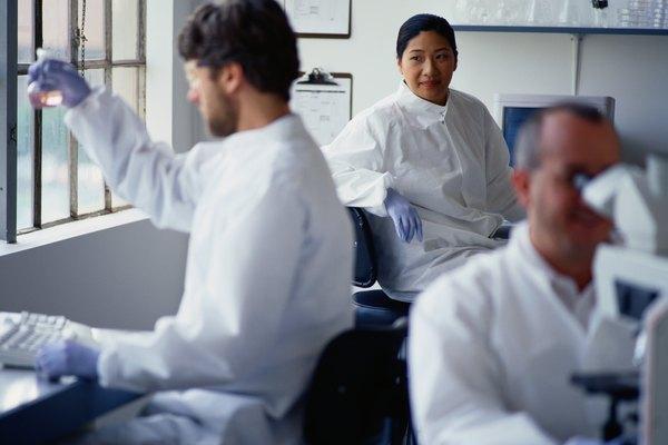 Los físico químicos prueban sustancias físicas para ver cómo responden a nivel molecular a fuerzas como el calor o la cinética.