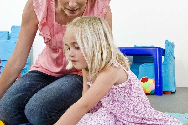 El aprendizaje preescolar incluye relacionar el número correcto con la cantidad de objetos.