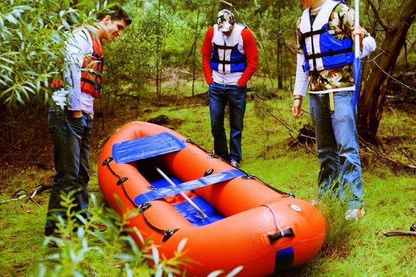 Desinfla el bote completo y permite que el exterior se seque si está mojado.