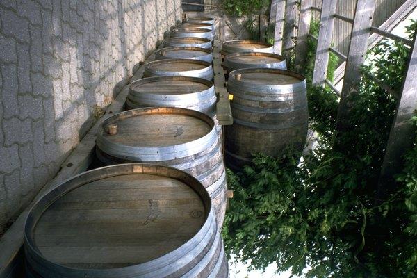 Encuentra la capacidad de agua de lluvia de tu barril y planea el horario de riego de tu jardín de acuerdo con ese volumen.