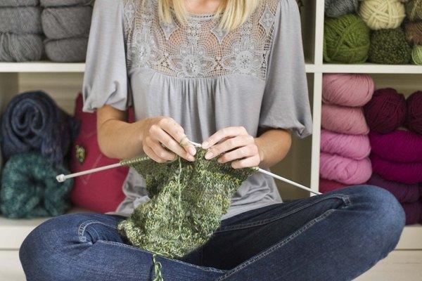 Usa palillos de metal a la hora de tejer con esta lana.