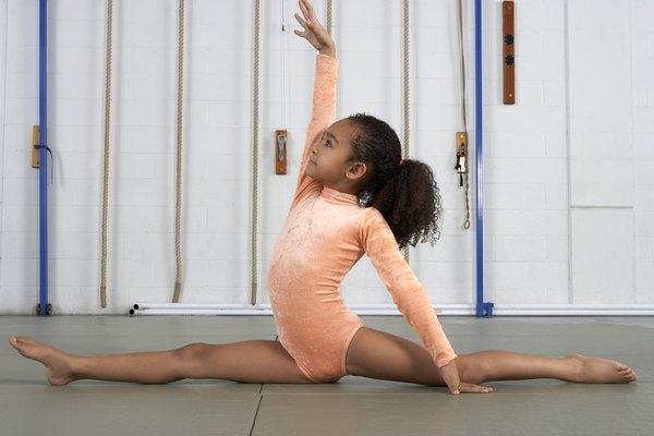 El estiramiento ayuda a los niños a mejorar el rendimiento atlético.