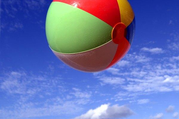 Puedes pintar pelotas de plástico siguiendo el proceso adecuado.