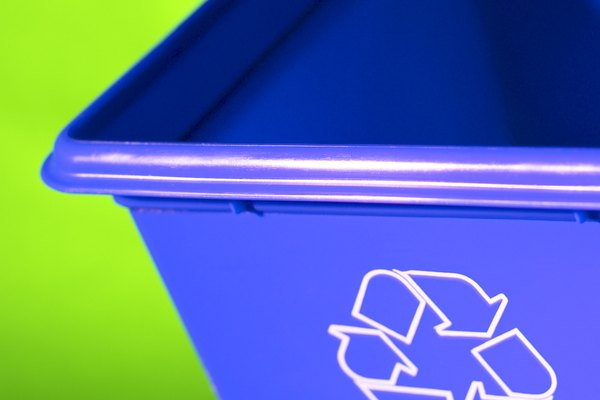 Distribuye uniformemente la arena en los contenedores.