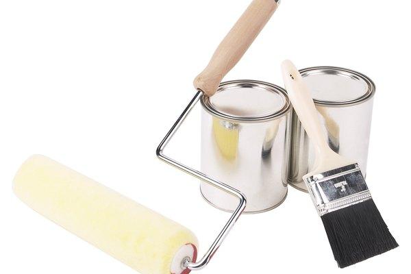 Sella la madera aplicando una capa de barniz o tinte.