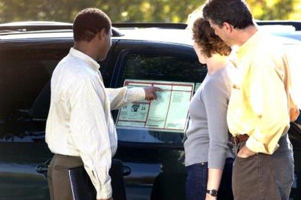 Los vendedores de autos deben tener conocimiento de cómo explicar las características de un vehículo.
