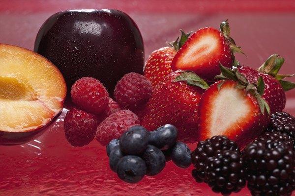 Los colores ricos se encuentran en muchas frutas de la naturaleza y sirven para hacen para una variedad de colorantes naturales.