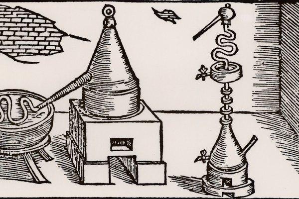 Gracias a las ollas a presión modernas, puedes hacer un simple alambique para destilar pequeñas cantidades de alcohol.