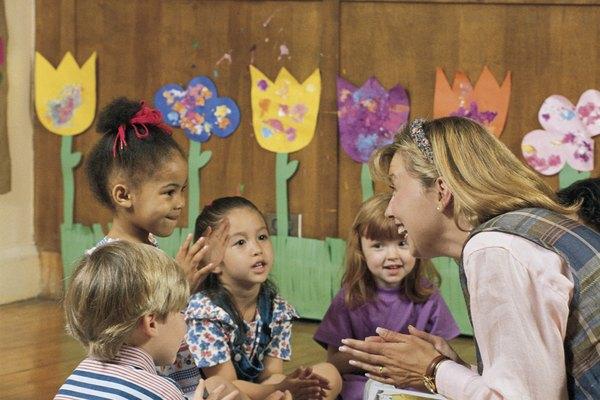 Los estudiantes se pueden beneficiar en muchas maneras al escuchar una historia en voz alta.