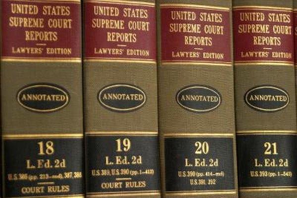 Los asistentes de abogados desempeñan muchas de las mismas funciones que los abogados.