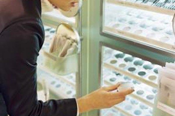 Los químicos cosméticos desarrollan la mayoría de los productos químicoos y de belleza que consigues en las tiendas.