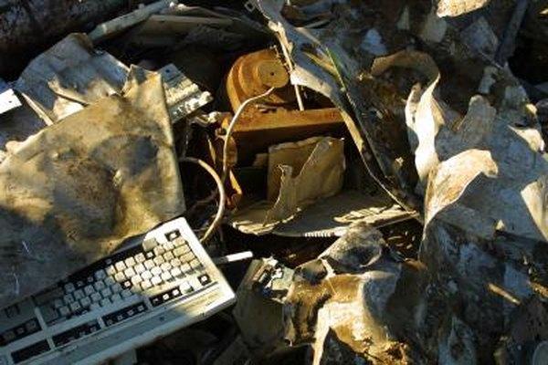 El recliclaje de equipos mantiene a los electrónicos fuera de los vertederos y rellenos sanitarios.