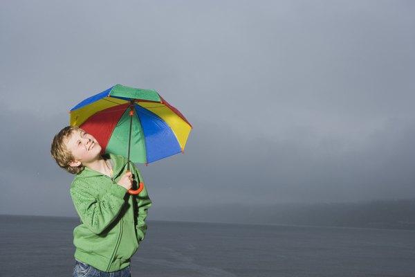 Los paraguas pueden ser usados como protección para la lluvia.