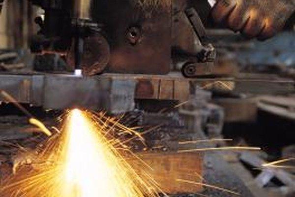 Algunos trabajos de fabricación pueden ser peligrosos y requerir normas estrictas de seguridad.