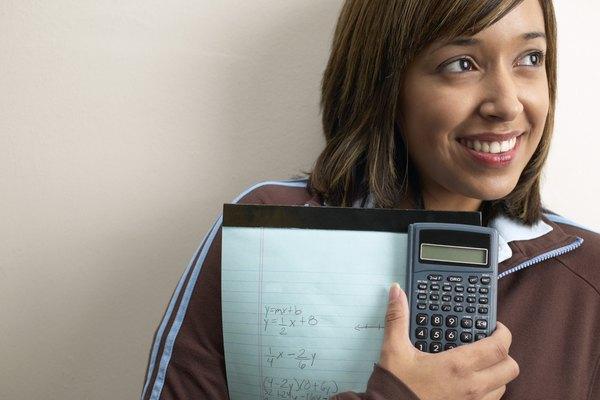 Factorizar es más fácil de entender una vez que el estudiante ha aprendo cómo expandir un polinomio.