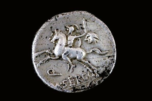 Moneda romana de plata del año 116 a.C. de Demarius republicano de M. Sergius Silus
