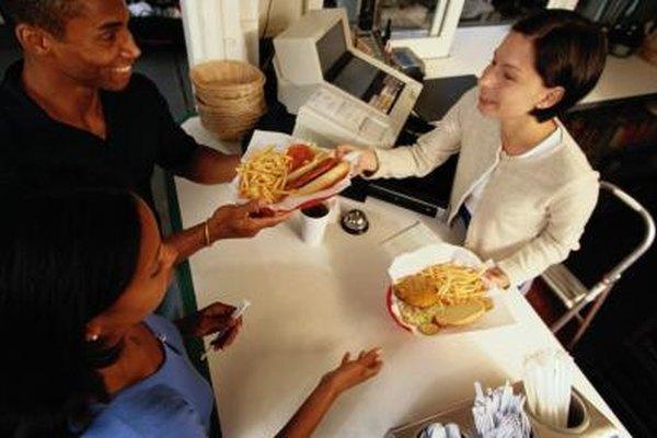 Los trabajos en las cadenas de comida rápida se encuentran en la lista de los empleos de medio tiempo más comunes.