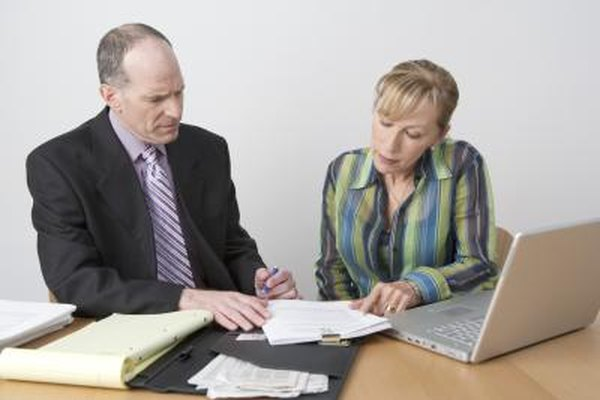 Los contadores públicos proveen planificación fiscal y financiera a los clientes.