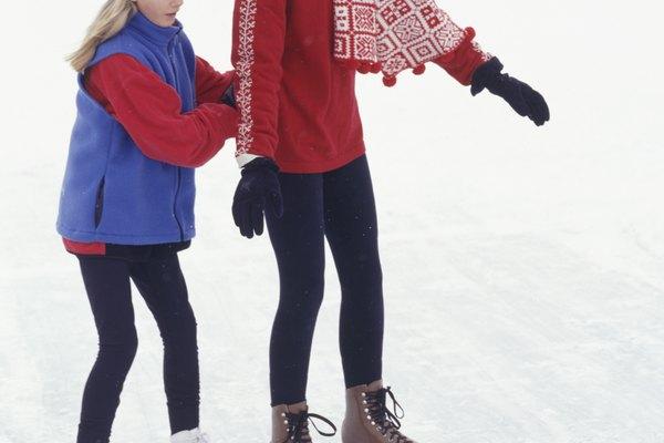 Enseña a los niños a cómo divertirse, con seguridad, sobre el hielo con juegos atractivos.
