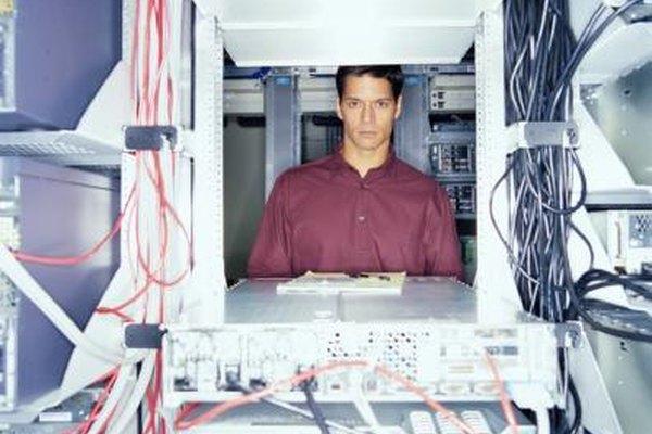 Especialistas informáticos permiten a los usuarios utilizar hardware y software.