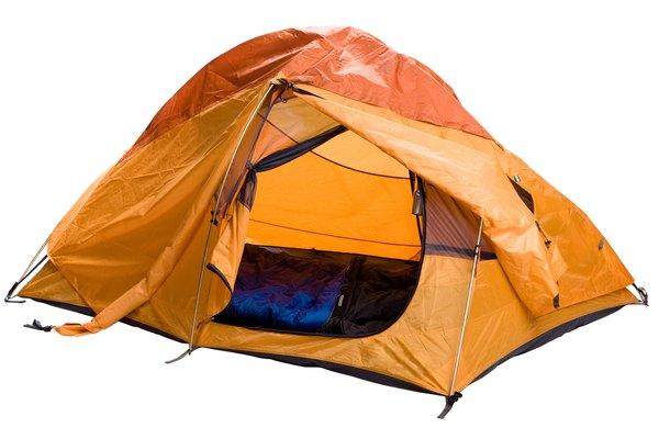 Permanecer en un ambiente cálido mientras acampas tiene algunos peligros de incendio.