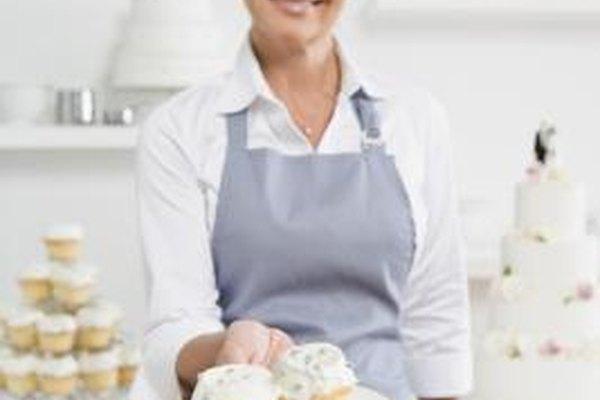 Los pasteleros crean postres para restaurantes y otros establecimientos alimentarios.