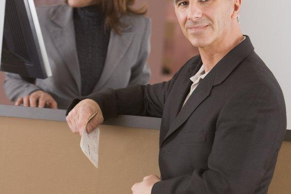 Puedes ser capaz de obtener una nueva tarjeta de ATM directamente desde tu sucursal bancaria.