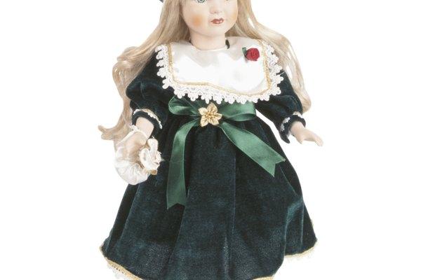 Tiñe el pelo de tu muñeca.
