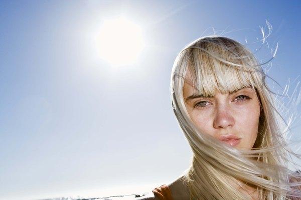Tiñe el cabello sintético.