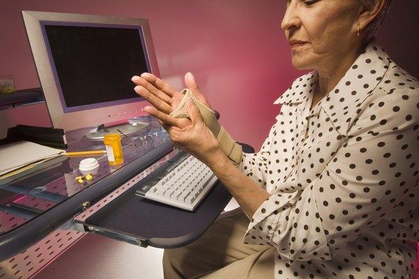Woman wearing wrist cast