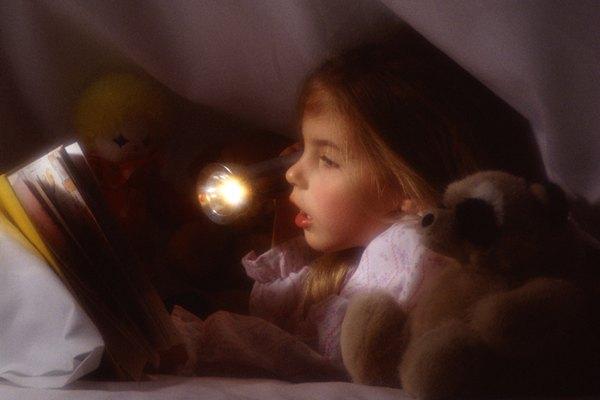 Su propia linterna puede ayudar a un niño a lidiar con cortes de luz.