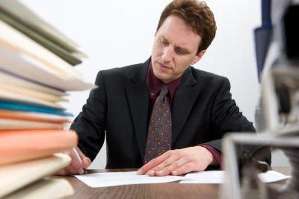 Mantén notas detalladas y evidencia antes de llenar una queja contra tu jefe.
